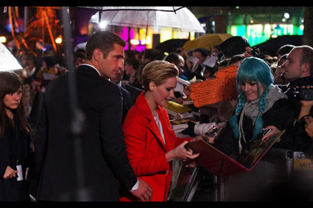 Fan worship with Hunger Games lead actor, Jennifer Lawrence