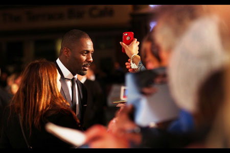 Idris Elba meets the fans at Mandela premiere