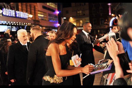 Naomie Harris signs autographs at Mandela Premiere