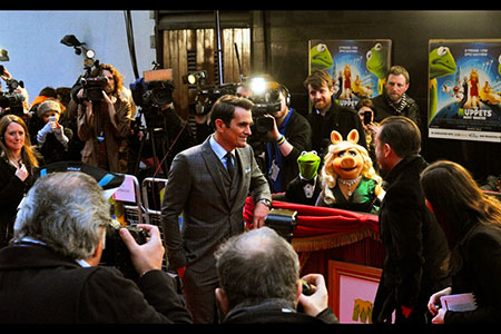 Ty Burrell, Kermit the Frog, Miss Piggy and Rick Gervais