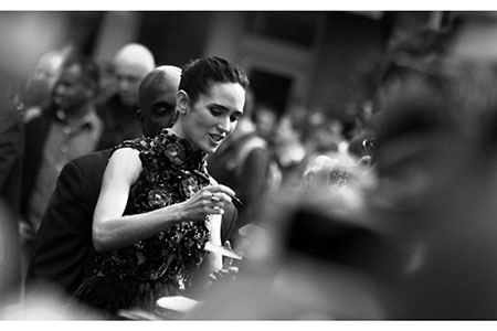 Jennifer Connelly signs for fans
