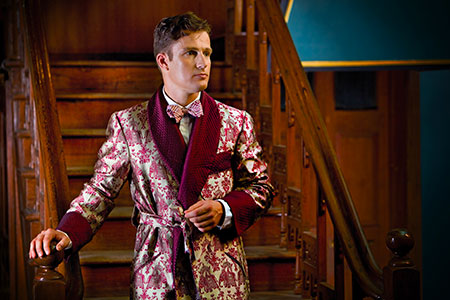 Elegantly cut smoking jacket with patterned print