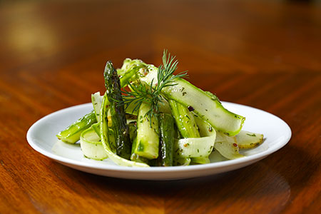Green-asparagus-&-pear-salad